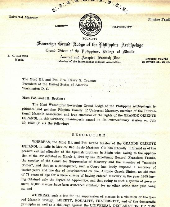 """Primera parte de la carta enviada al """"Hermano"""" Truman, Presidente de los Estados Unidos de America por la soberana Gran Logia de Filipinas, legal sucesora del distrito filipino del Gran Oriente Español solicitando clemencia para un masón y acusando a Franco de crear un tribunal contra la masonería y de inventarse """"crímenes de la masonería"""". Fondo de GLE, docs."""