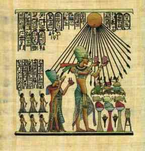 Akhenatón y su esposa Nefertiti adorando a Atón, el sol